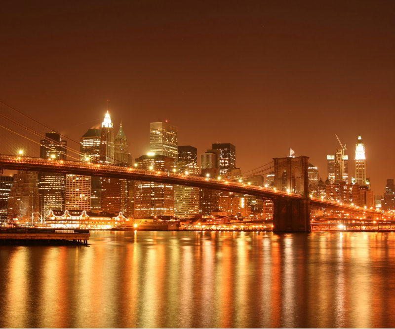 Die Brooklyn Bridge in New York verbindet Brooklyn mit Manhattan